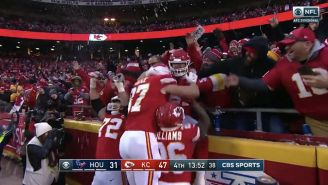 Chiefs OT Eric Fisher Celebrated A Touchdown By Grabbing Beers And Impersonating Stone Cold Steve Austin