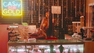 Summer Walker Channels An R&B Classic With Usher In Her Sensual 'Come Thru' Video