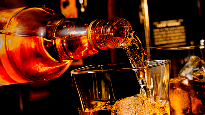 """Picking Apart The Differences Between """"Blended"""" And """"Un-Blended"""" Whiskey"""