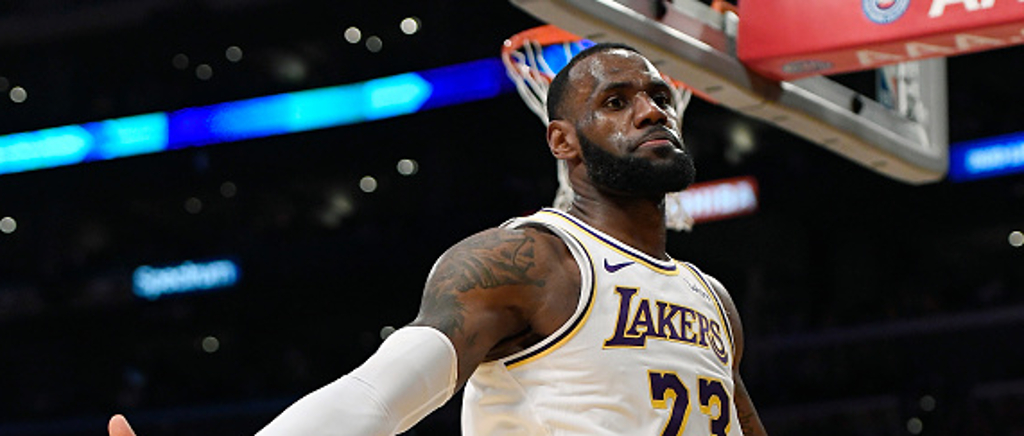 Lebron Paid Tribute To Kobe With His Dunk Against The Rockets