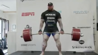 Watch Hafthór Björnsson Set A World Record By Deadlifting More Than 1,100 Pounds