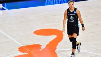 Sabrina Ionescu Was Carried Off Against Atlanta After Rolling Her Ankle (UPDATE)
