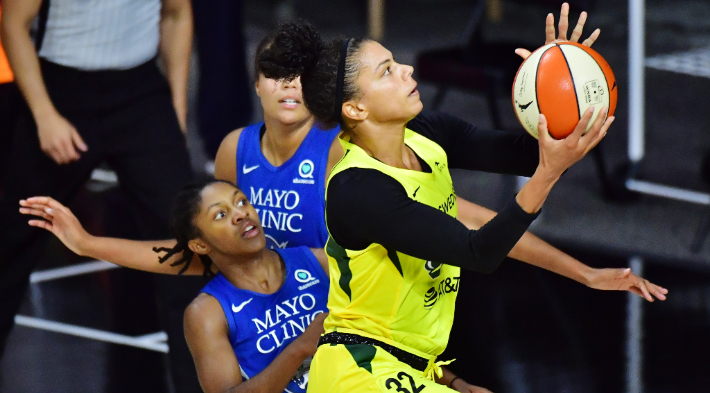 An Alysha Clark Buzzer Beater Helped The Storm Beat The Lynx In Game 1