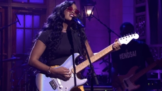 HER Graces 'SNL' With Silky Smooth Performances Of 'Damage' And 'Hold On'