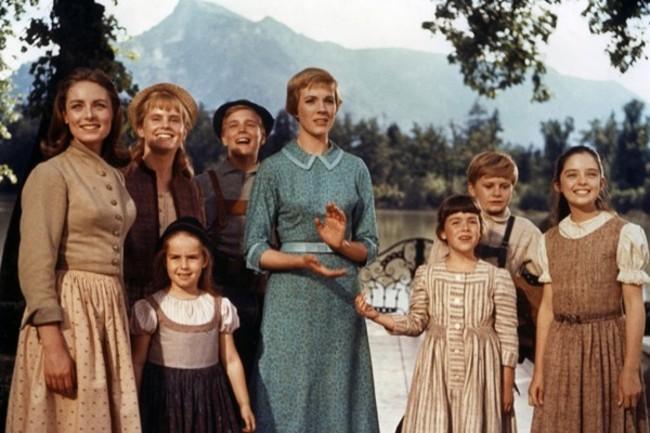 julie-andrews-and-cast_sound-of-music-1965_1.jpg