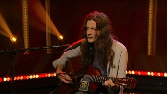 Kurt Vile Gives An Acoustic Cover Of John Prine's 'Speed Of The Sound Of Loneliness' On 'Late Night'