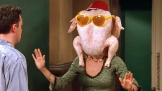Courteney Cox Put An Actual Turkey On Her Head To Recreate A Classic Scene From 'Friends'