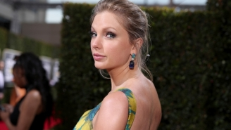 Taylor Swift Says Goodbye To A Weird Year With An Appropriately Weird Photo
