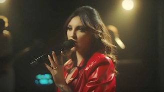 Julia Michaels Brings Her Buoyant 'Lie Like This' Single To A Sultry 'Seth Meyers' Performance