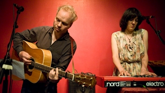 Damon & Naomi Return With Dreamy Guitars On 'Sailing By'
