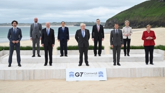 Photos Of World Leaders Awkwardly Posing At G7 Inspired A Lot Of Jokes, Including From Queen Elizabeth Herself