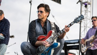 John Stamos Reunites With 'Full House' Pals The Beach Boys To Perform 'Wouldn't It Be Nice'